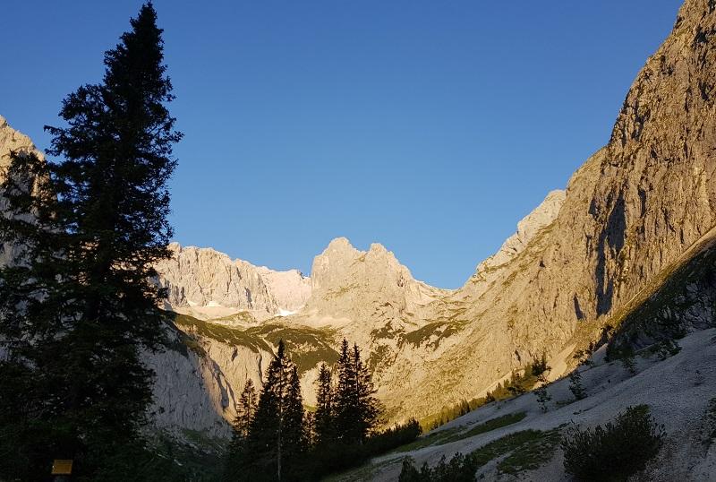 Zugspitze mit Bergführer - Der Blick ins wunderschöne Höllental